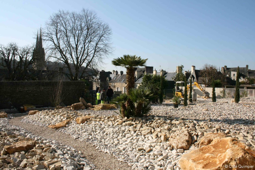 Quimper un jardin de la paix quimper article c t for Amenagement jardin quimper